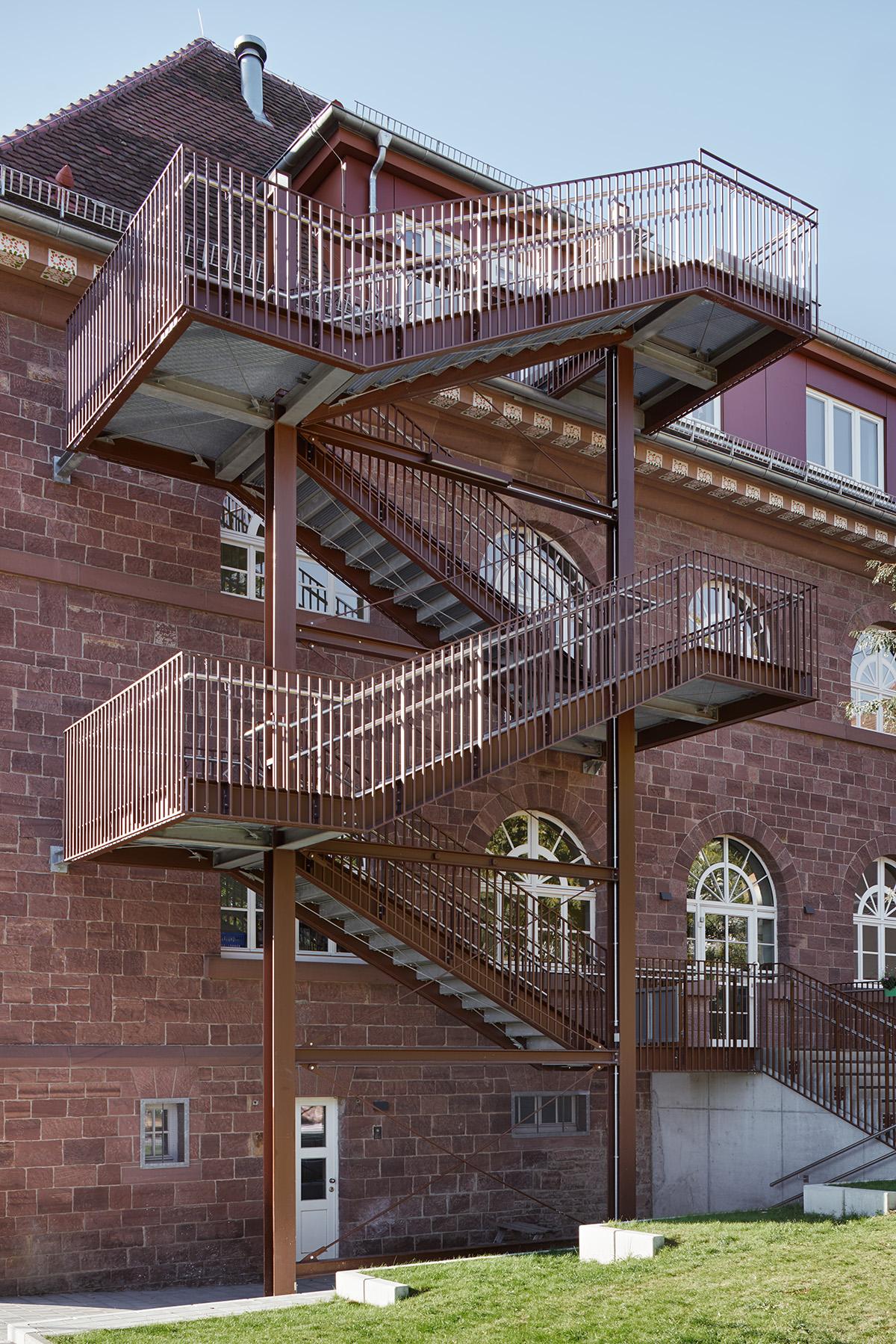 umbau der grundschule grünwettersbach für die kita doefwies  architektur klinkott architekten kaiserstraße 235 76133 karlsruhe www.klinkott-architekten.de