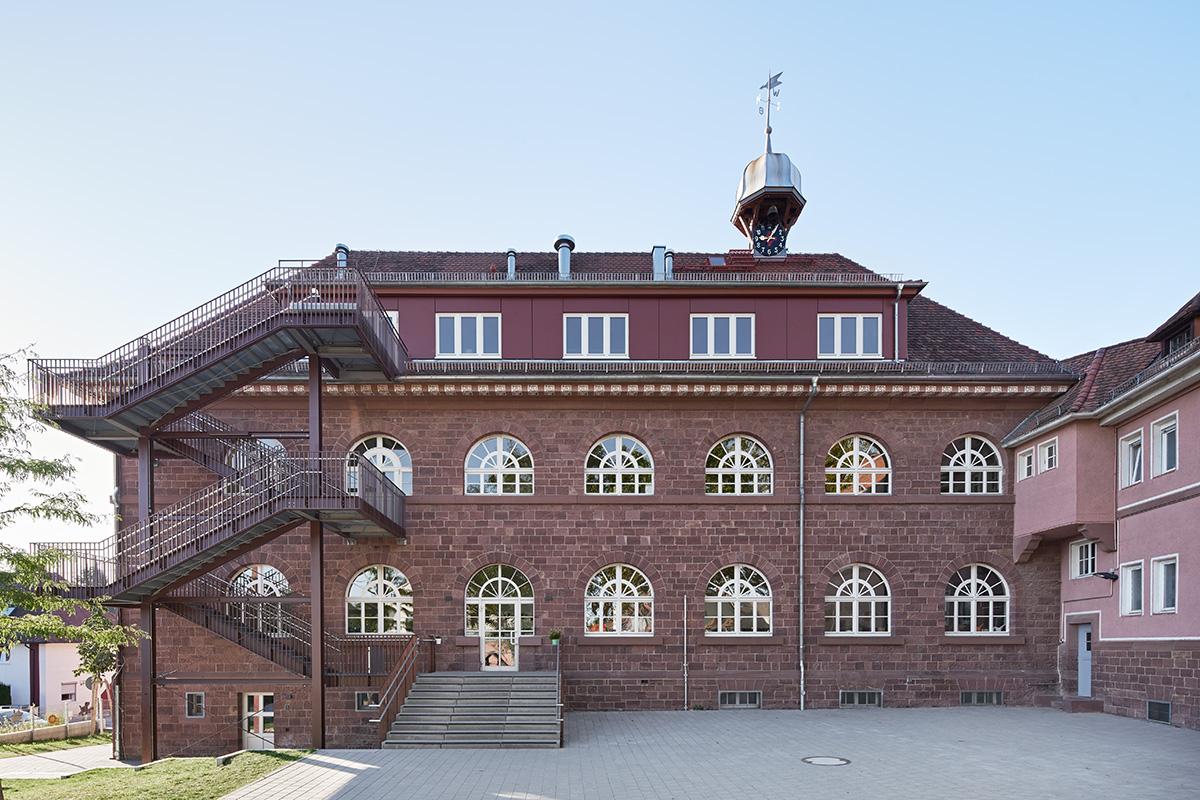 Umbau der Grundschule Grünwettersbach für die Kita Dorfwies